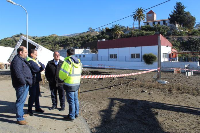 El presidente de la empresa pública Axaragua, Gregorio Campos, en la zona de El Trapiche afectada.