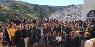 Imagen de familia de la cita comarcal socialista celebrada hoy domingo en la localidad axárquica de Almáchar.