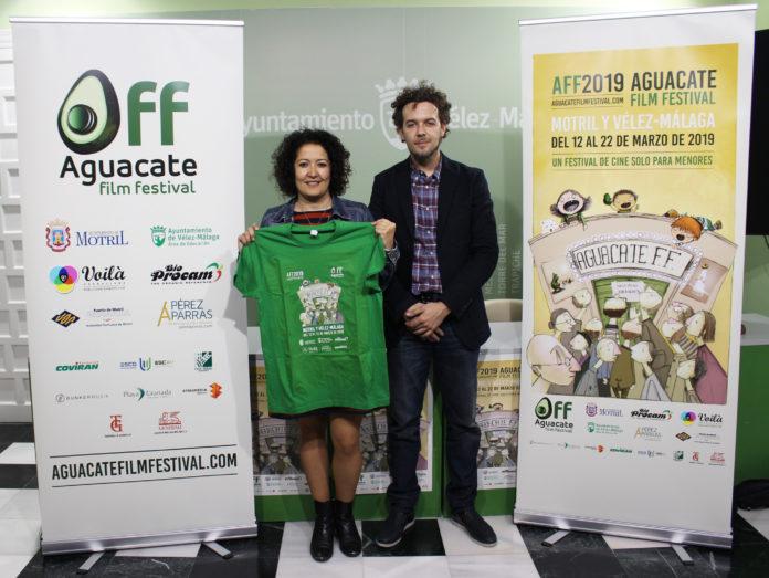 La concejala de Educación y Cultura, Cynthia García, y el director del festival, César Roldán.