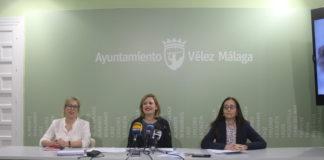 La concejala de Bienestar Social e Igualdad, María Santana, acompañada por representantes del Centro Municipal de Información a la Mujer y del colectivo 'Mujeres con arte'.