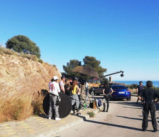 Asesorados por Axarquía Film Office, los responsables de la serie que emitirá Antena 3 y cuyos derechos han sido comprados por Netflix, han elegido la urbanización Valle-Niza Beach y la gasolinera de Benajarafe para nuevos rodajes.