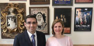 La concejala de Juventud, María Santana, junto con el presidente de la peña La Troska, Antonio Bermúdez, presentaron la duodécima edición de estas tertulias,