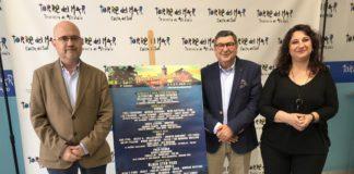 El alcalde de Vélez-Málaga, Antonio Moreno Ferrer, el teniente de alcalde de Torre del Mar, Jesús Pérez Atencia y la directora de contratación del festival, Fátima Rodríguez, presentaron en la mañana del martes el cartel oficial dividido por días.