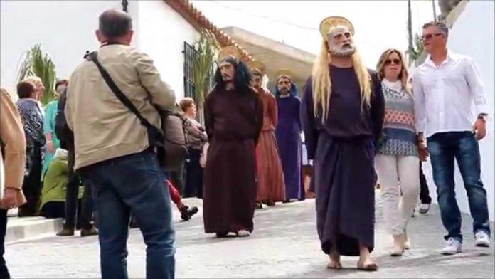 El Domingo de Resurrección de este pueblo axárquico es uno de los más característicos de la provincia.
