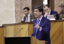 El vicepresidente y consejero de Turismo, Regeneración, Justicia y Administración Local, Juan Marín, en el Parlamento.