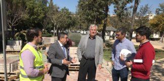 El alcalde de Vélez-Málaga, Antonio Moreno Ferrer, y el concejal de Medio Ambiente, Marcelino Méndez-Trelles, visitaron las obras de remodelación que convertirán al espacio en referente para la cultura, la ciencia y el deporte, cuya inversión ronda los 396.000 euros.
