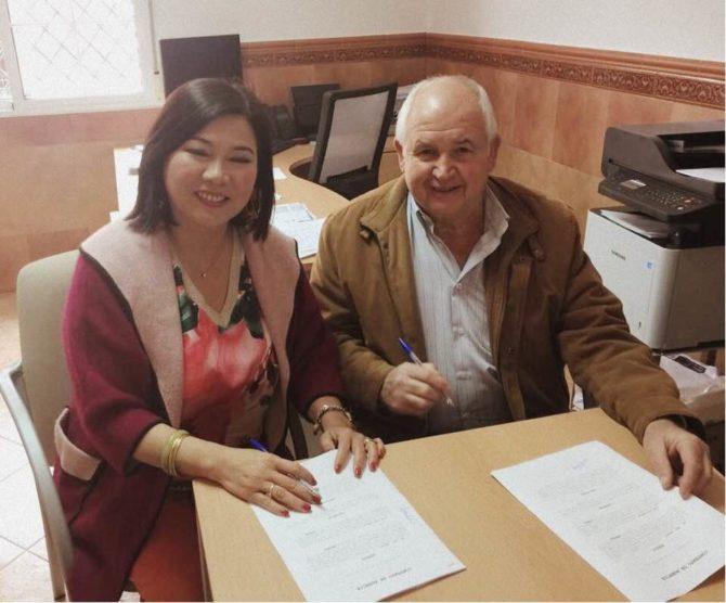 Firma del acuerdo comercial en exclusiva con Aceite de Periana para el mercado asiático.