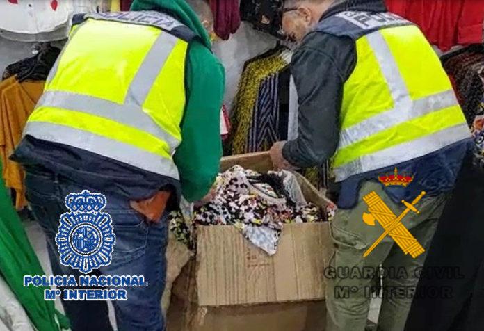 a arrestada, una mujer brasileña de 21 años, trataba de introducir en España la droga en un doble forro de cada una de los chaquetones en el equipaje facturado de un vuelo que había hecho escala en Zurich.