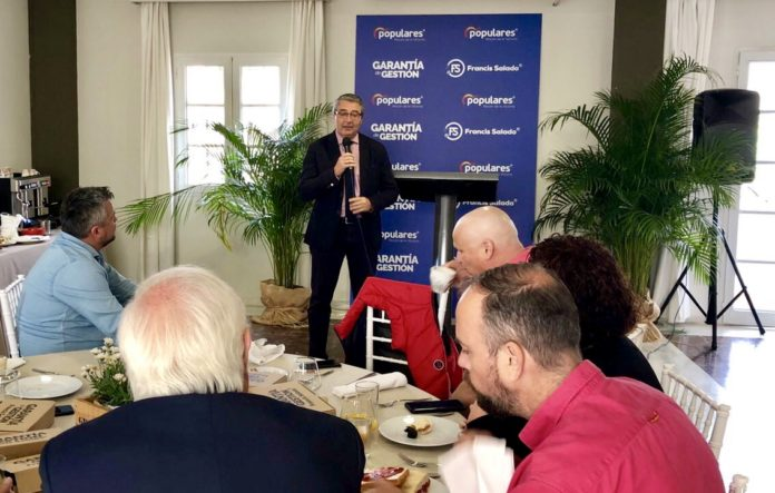 · El alcalde y candidato del Partido Popular en las próximas elecciones municipales ha mantenido hoy un desayuno coloquio con los distintos sectores empresariales de Rincón de la Victoria