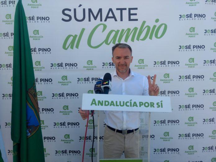 - El número 2 de la candidatura, Juan Segura, ha presentado las propuestas del partido en estas materias, entre ellas la creación de una comisión para la mejora y mantenimiento de los centros educativos o una escuela municipal de la familia.