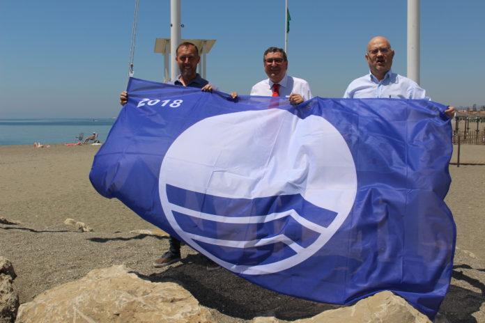 Cuatro de las seis banderas azules que ondearán en La Axarquía este verano corresponden al municipio de Vélez-Málaga.