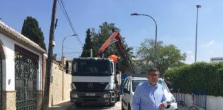 El alcalde de Vélez-Málaga, Antonio Moreno Ferrer, visitó la actuación realizada en la urbanización veleña de La Mata.