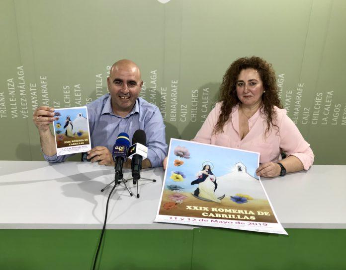 El concejal de Ferias y Fiestas, Sergio Hijano y Silvia Palma Guirado, Hermana Mayor de la Hermandad de la Inmaculada Concepción de Cabrillas,.
