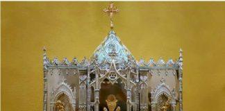 La Hermandad Parroquial Ntra. Sra. de la Encarnación de Torrox ha denunciado el robo de varios objetos como los pendientes, diadema y cruz de la Virgen de Los Dolores y la llave del Sagrario.