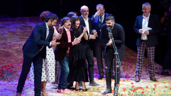 Integrantes de la compañía de Teatro de la Ciudad y Teatro de la Abadía, tras recibir el Premio Max 2019 al