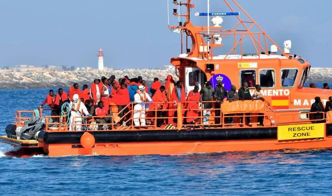 Unas 280 personas han sido rescatadas de ocho pateras en las que navegaban por aguas del Estrecho de Gibraltar y del Mar de Alborán durante este sábado y domingo.