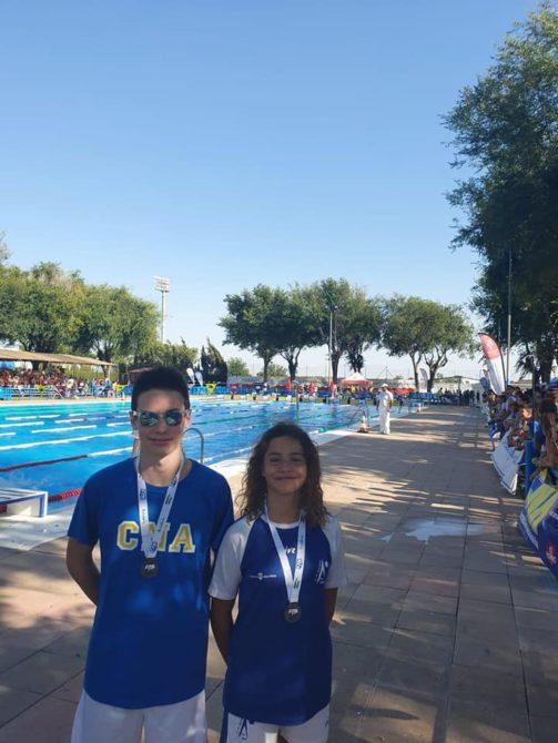 Máximo Cuadros y Marta Vigo, del Club Natación Axarquía, se bañan de plata en el Campeonato de Andalucía Alevín