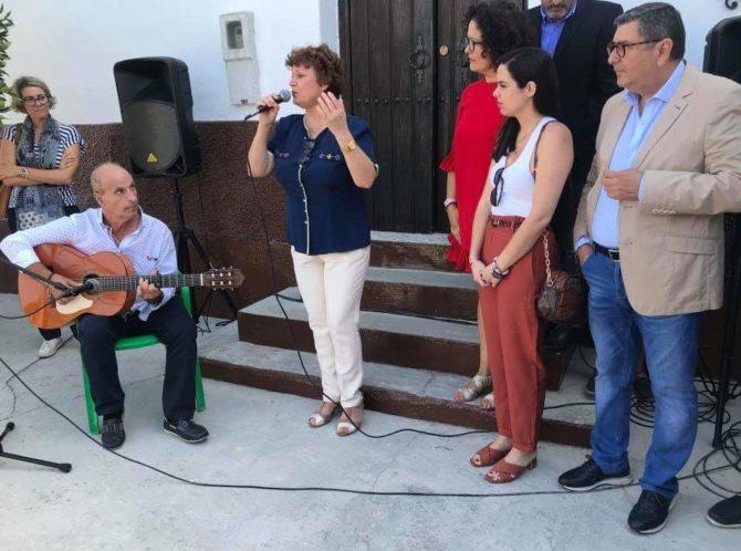 Los Pepones inaugura un monumento en honor a la Mujer Rural obra de Pablo Tardáguila