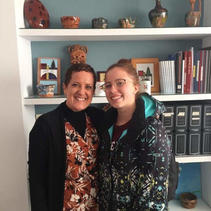 Aída, junto a la directora del Reyes Católicos, Cristina Conde.