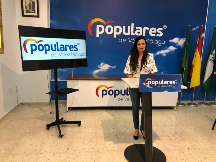 Lourdes Piña critican la falta de implicación del Ayuntamiento veleño con la Senda del Litoral
