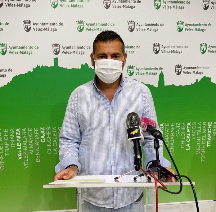 El Ayuntamiento de Vélez-Málaga destina cerca de 135.000 euros para subvencionar más del 60% del billete a los alumnos del municipio matriculados en la Universidad de Málaga en el curso 2020/2021. La convocatoria incluye también a los alumnos de titulaciones de Grado Medio y Máster