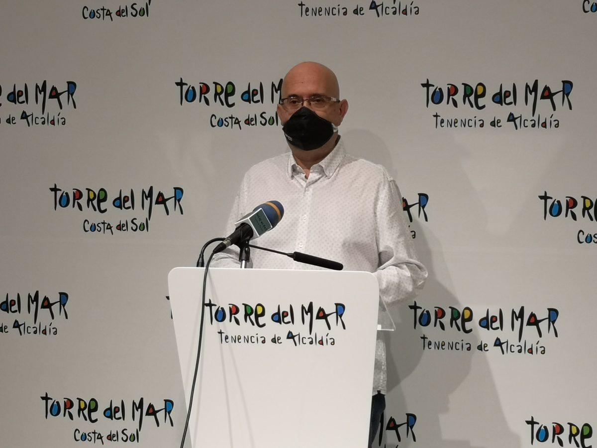 El teniente de alcalde de Torre del Mar, Jesús Pérez Atencia, ha querido aclarar en la mañana de este miércoles a los centros educativos la situación de los edificios municipales ante la petición de los mismos por parte de algunos colegios e institutos