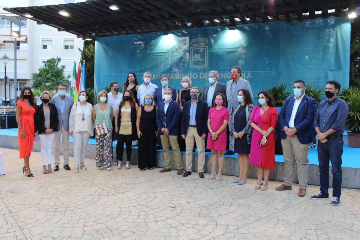 En Fuengirola han recogido esta concesión 18 empresarios cuyas instalaciones están en esta ciudad, 16 de Torremolinos, cuatro de Marbella, otro tanto de Vélez-Málaga, tres de Málaga capital, tres de Mijas y tres de Torrox y uno de Estepona.