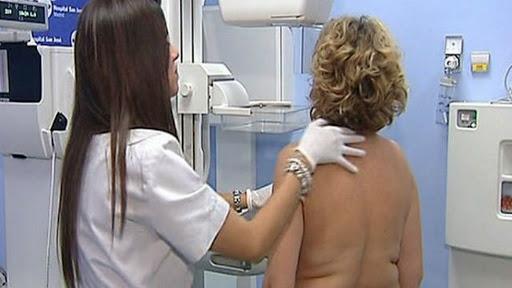Los médicos aseguran que se están encontrando casos de cáncer más avanzados que antes de la pandemia de coronavirus y piden a las mujeres que no dejen pasar síntomas sospechosos.