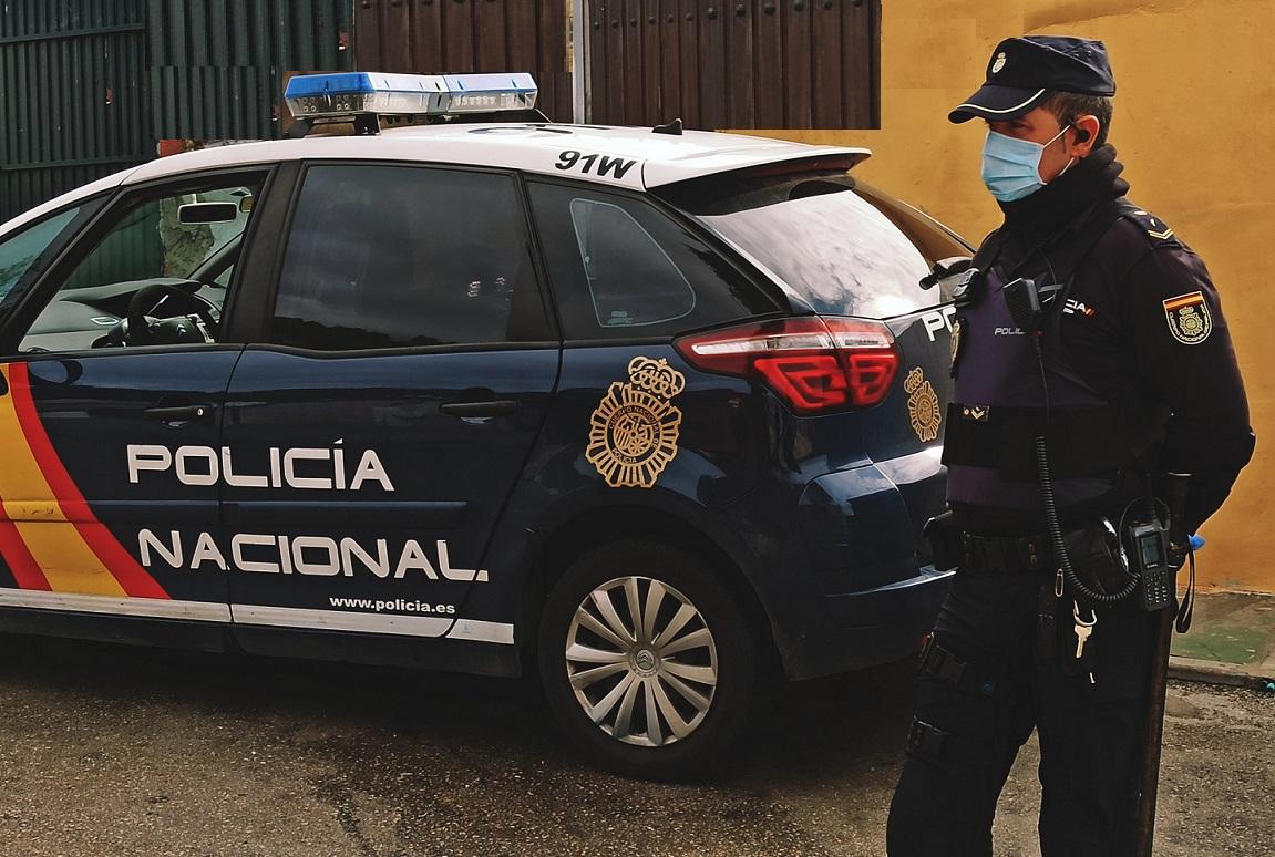 Agentes de la Policía Nacional han detenido en Málaga a un ciudadano sueco, de 29 años, reclamado por las autoridades de su país, al constarle en vigor una Orden Europea de Detención y Entrega -OEDE- por un delito de tráfico ilícito de drogas, narcóticos y sustancias psicotrópicas.