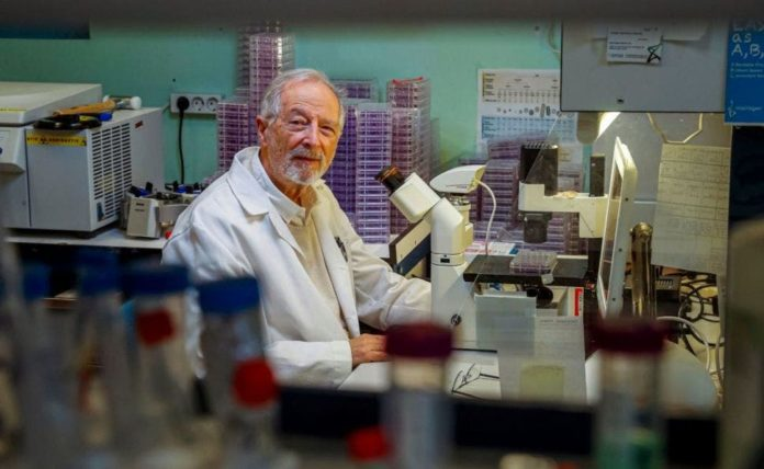 El virólogo Luis Enjuane advierte de la necesidad de contener la transmisión de la Covid19.