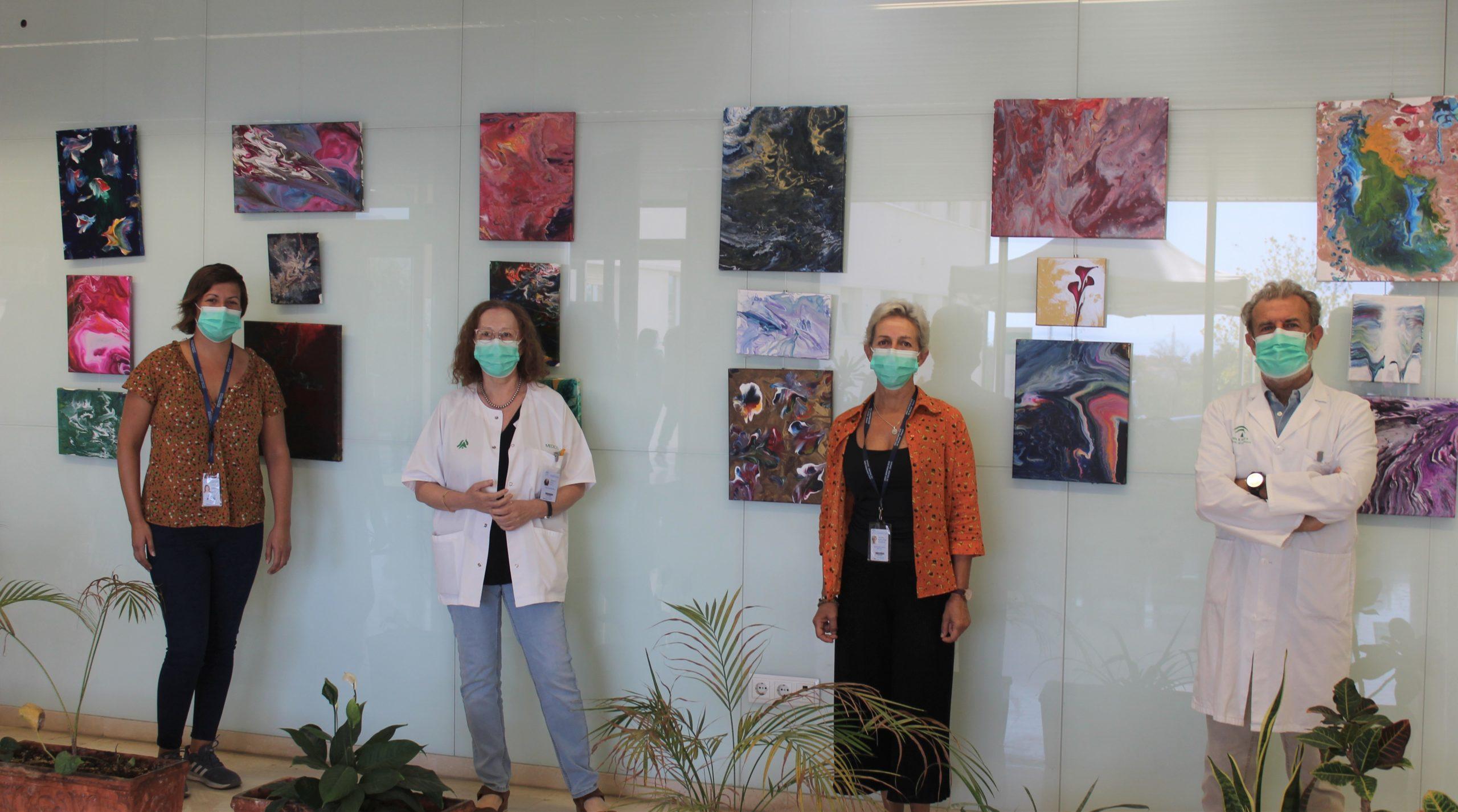 """Pacientes del Hospital de Día de Salud Mental del Área malagueña, presentan en la sala de exposiciones del Hospital de la Axarquía la obra """"Experimentando con el arte"""""""