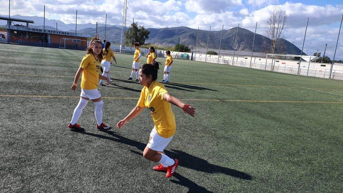 Las féminas del Vélez C.F. entrenan duro semanalmente