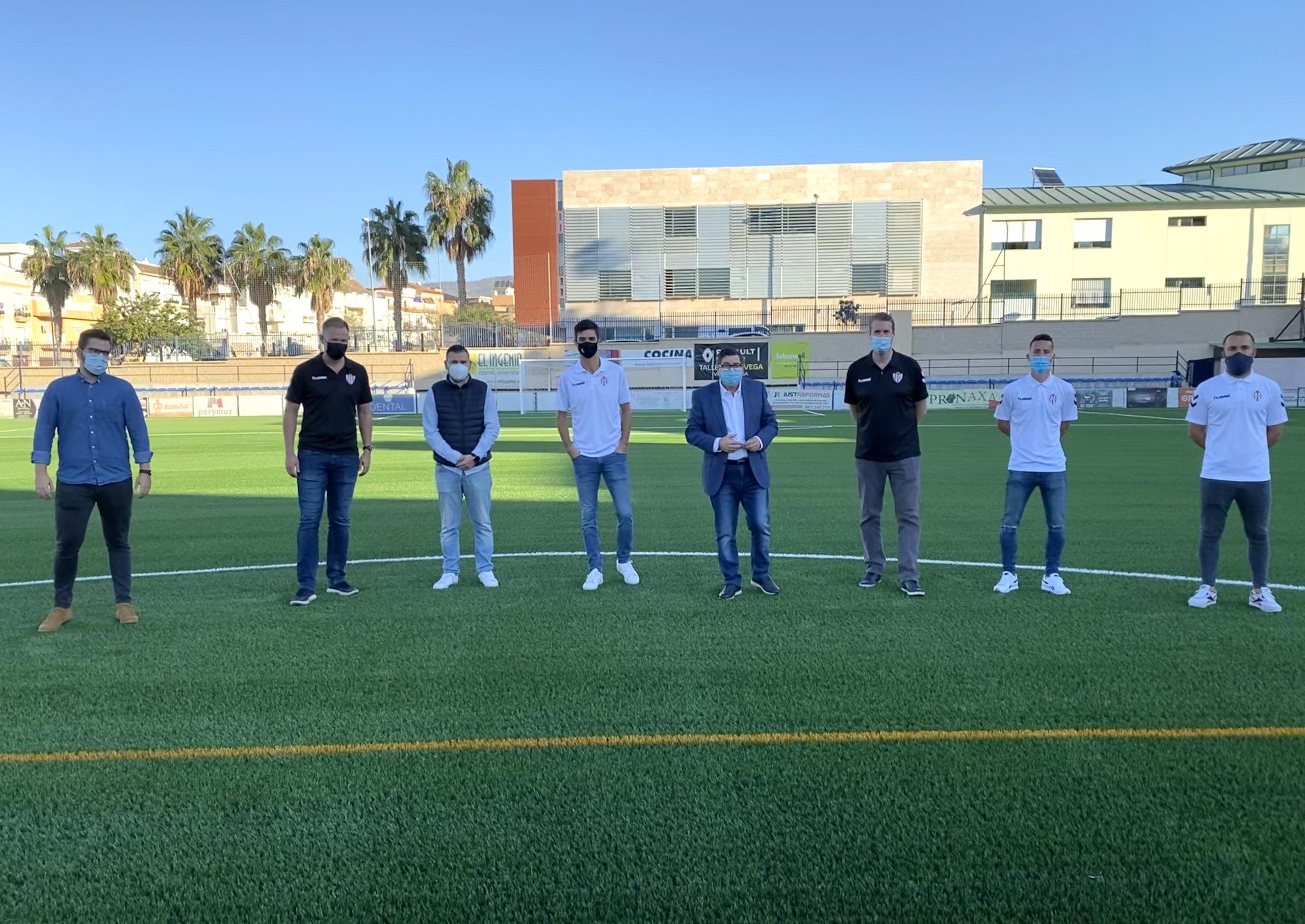 En nuevo césped artificial del Vivar Téllez se estrenará en un partido Vélez-Alhaurino.