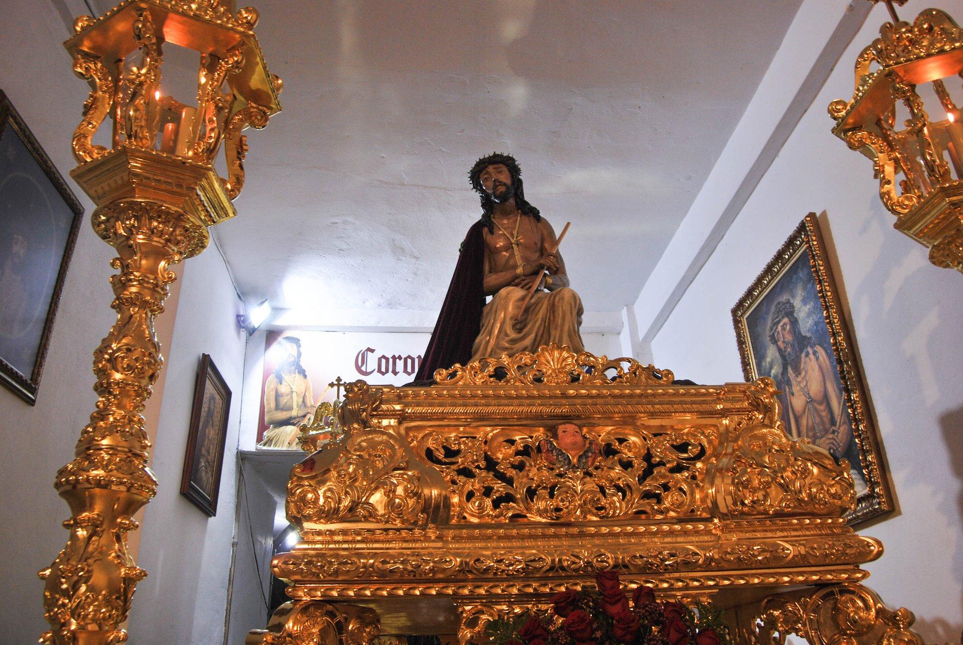 Espinas de Vélez-Málaga estará expuesto al culto desde el Viernes de Dolores hasta el Lunes Santo.
