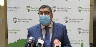 El alcalde de Vélez-Málaga, Antonio Moreno Ferrer, acerca de la denuncia recibida en el Ayuntamiento, interpuesta por el sindicato CCOO ante la inspección de trabajo, relativa a la implantación del teletrabajo en el área de Servicios Sociales Comunitarios.