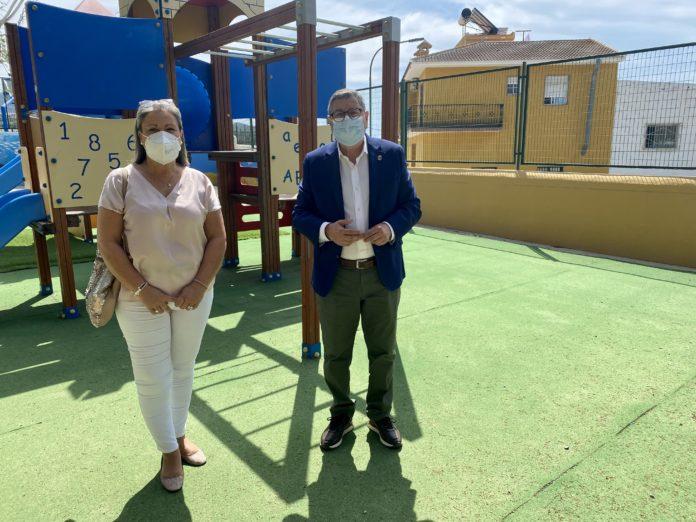Vélez-Málaga ha ejecutado en el último año obras de mejora en centros educativos del municipio valoradas en 311.293,50 euros, gracias al Programa para el Fomento del Empleo Agrario (PFEA) de 2020, para lo que se han empleado a un total de 160 personas.