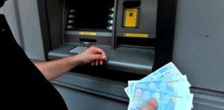 La investigada, una mujer de 64 años y nacionalidad española, aprovechó el momento en el que el cliente entró al banco para apoderarse del dinero que había despachado el cajero electrónicO.