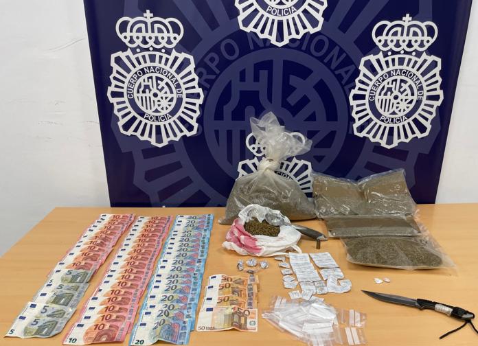 Los investigados por su presunta implicación en un delito contra la salud pública son una mujer y un hombre, ambos de nacionalidad española y de 61 y 65 años de edad respectivamente