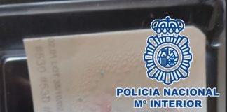 Arrestados los moradores del piso, un hombre y una mujer de 33 y 34 años, por un presunto delito de tráfico de drogas.