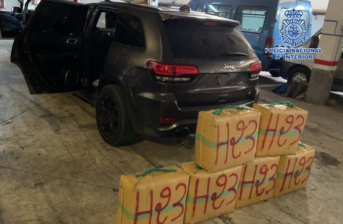 En el marco de la operación Holidays, los agentes han intervenido 1.789 kilos de hachís, seis vehículos -dos de ellos denunciados como sustraídos-, un arma semiautomática municionada y 25.000 euros en efectivo, entre otros efectos