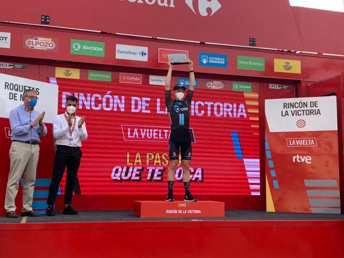 El alcalde de Rincón de la Victoria, Francisco Salado (PP), fue uno de los primeros en dar la enhorabuena al campeón minutos después de pasar la línea de meta.
