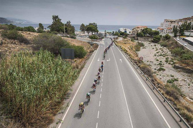 Imágenes de La Vuelta a su paso por la Axarquía
