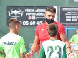 Dentro de los actos programados por la Alianza Axarquía Unida, los jugadores aportarán su experiencia y fundamentos a los jóvenes talentos en los entrenamientos.
