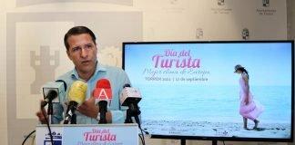 El alcalde Óscar Medina, ha presentado la fiesta con optimismo tras el liderazgo del municipio en la Costa del Sol este verano.