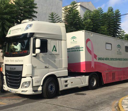 La unidad móvil desplazada a Nerja tiene como población diana a 2.178 mujeres y aprovechará su estancia en la localidad del Balcón de Europa, para hacer además una captación activa a través de los profesionales del mismo centro de salud. Posteriormente se desplazará a la localidad de Vélez-Málaga, donde permanecerá hasta finales de año.