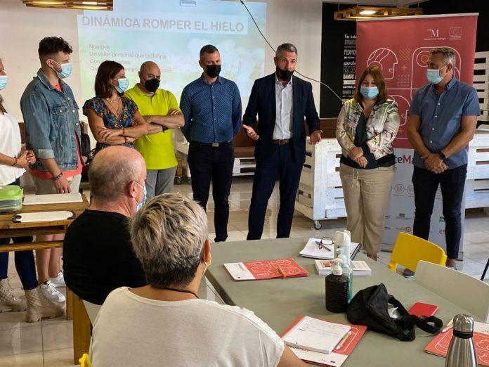 En el curso participan 11 alumnos, 8 mujeres y 3 hombres, que además de la localidad proceden de Canillas de Albaida, Torrox, Nerja y Rincón de la Victoria.