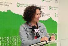 La concejala de Cultura, Cynthia García, anuncia la reapertura del Teatro de Vélez-Málaga.