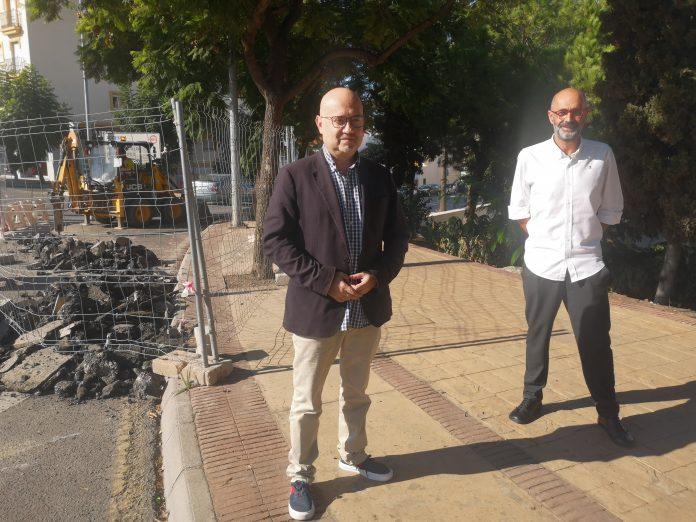 El primer teniente de alcalde del Ayuntamiento de Vélez-Málaga, Jesús Pérez Atencia, junto al concejal de Infraestructuras, Juan García, han visitado la zona del Real Bajo de Vélez-Málaga.